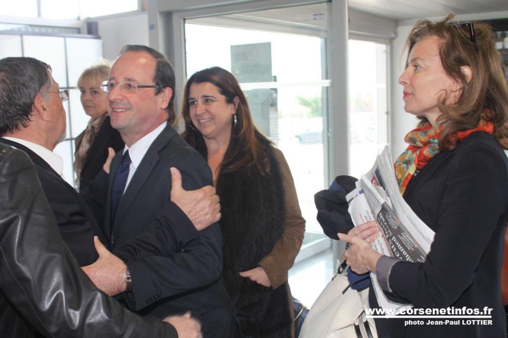 L'accolade François Hollande - Hyacinthe Mattei