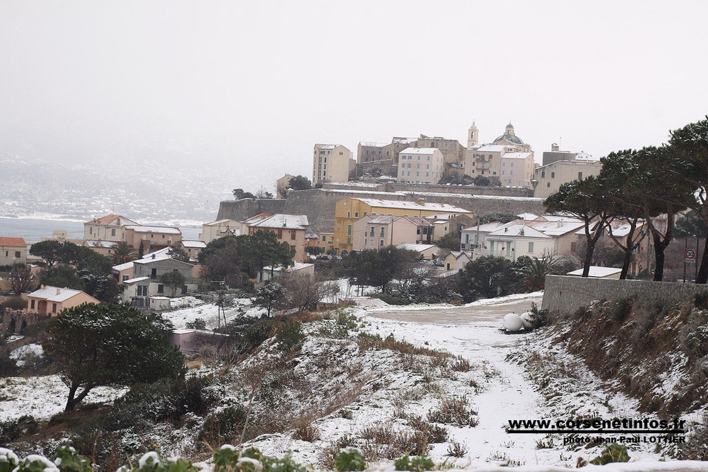 La citadelle vu de la route d'Ajaccio