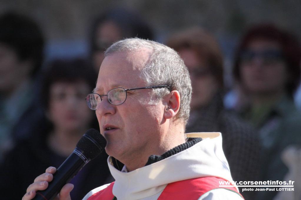 Le Père Valery a invité les pèlerins à la prière