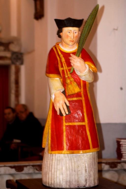 La statue de San Cesariu, œuvre de Toni CAsalona