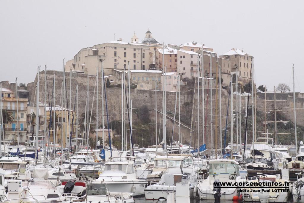 Le port de plaisance et la Citadelle