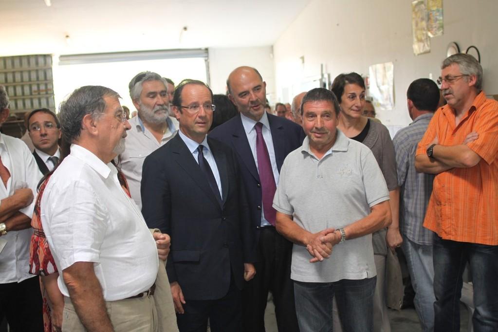 François Hollande et Pierre Moscovici accueillis par René Colombani, président de la coopérative oléicole de Balagne