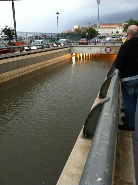 Le mini-tunnel du port : Sous les eaux