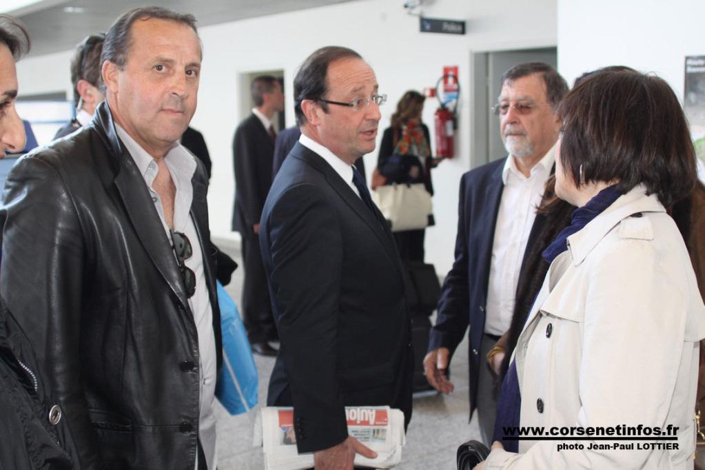 A l'aéroport de Calvi avant l'embarquement pour Paris