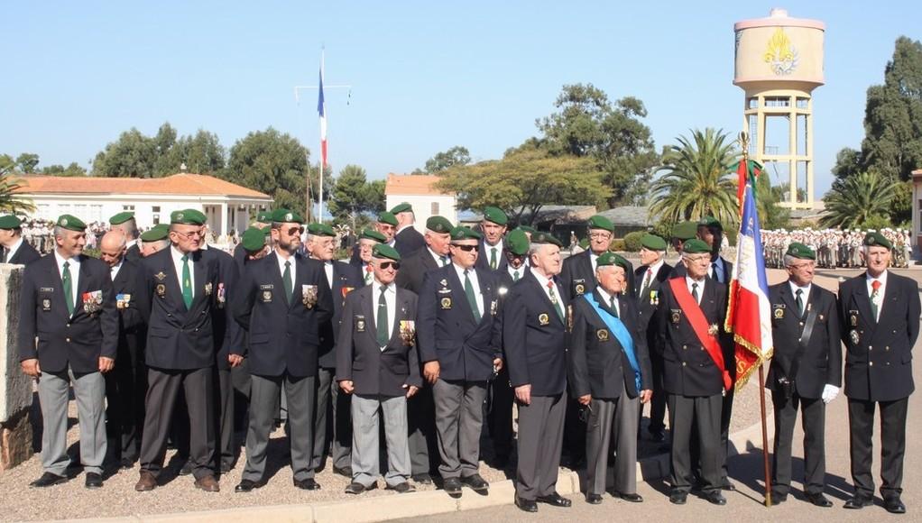 Les anciens avec à droite le général Guignon et le général Soubirou
