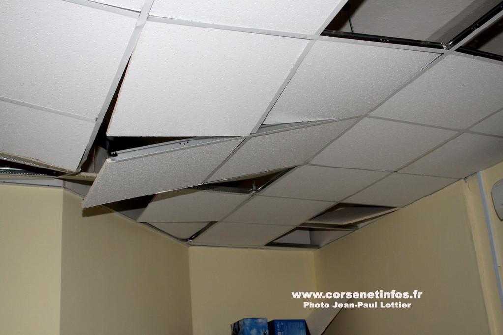Les faux-plafondS ont soufferT