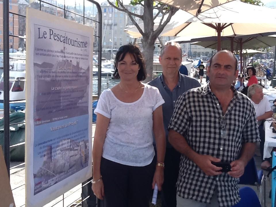 Joëlle Borromei, chargée de communication, Patrick Filmont du Service mer, chargé de l'éducation à l'environnement marin et François Arrighi, animateur du groupe de développement durable des zones de pêche de l'office de l'environnement