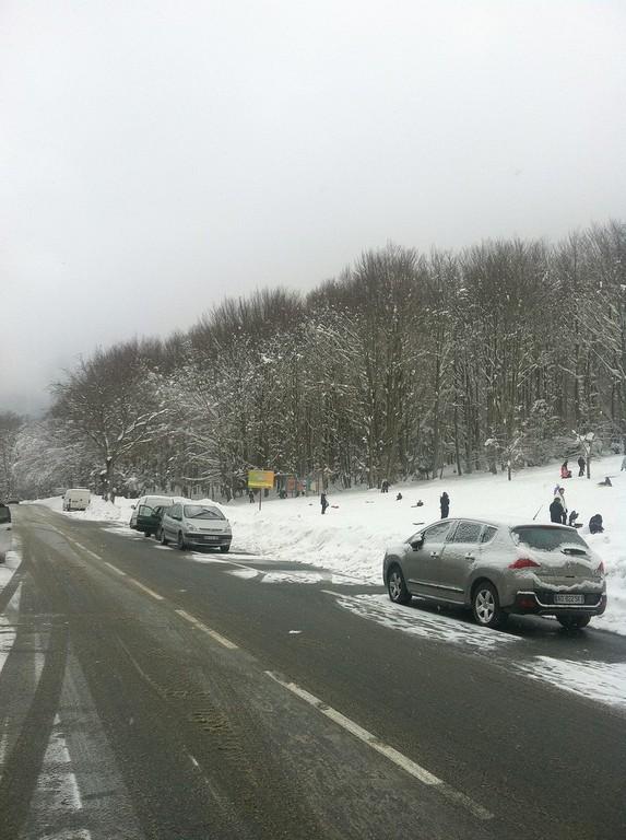 Vizzavona : ça roule mais les automobilistes prennent le temps d'apprécier la neige.