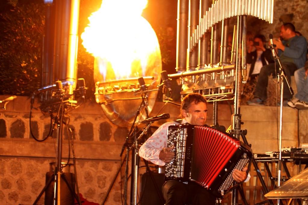 L'orgue en feu et l'accordéon