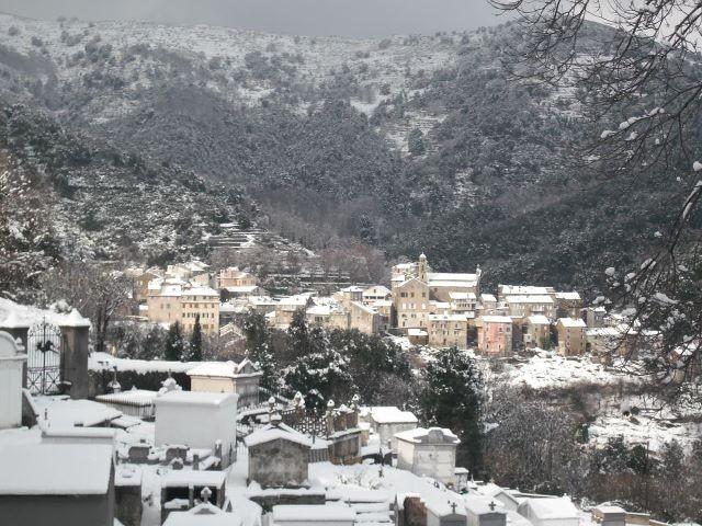 Et une vue du village dimanche (Photos Lucie Gapasri)