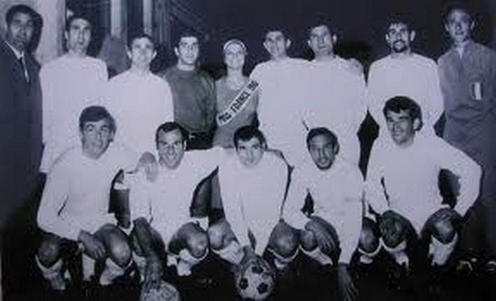 Pierre Sinibaldo(à gauche) entraîneur de l'équipe de Corse qui a battu la France à Marseille