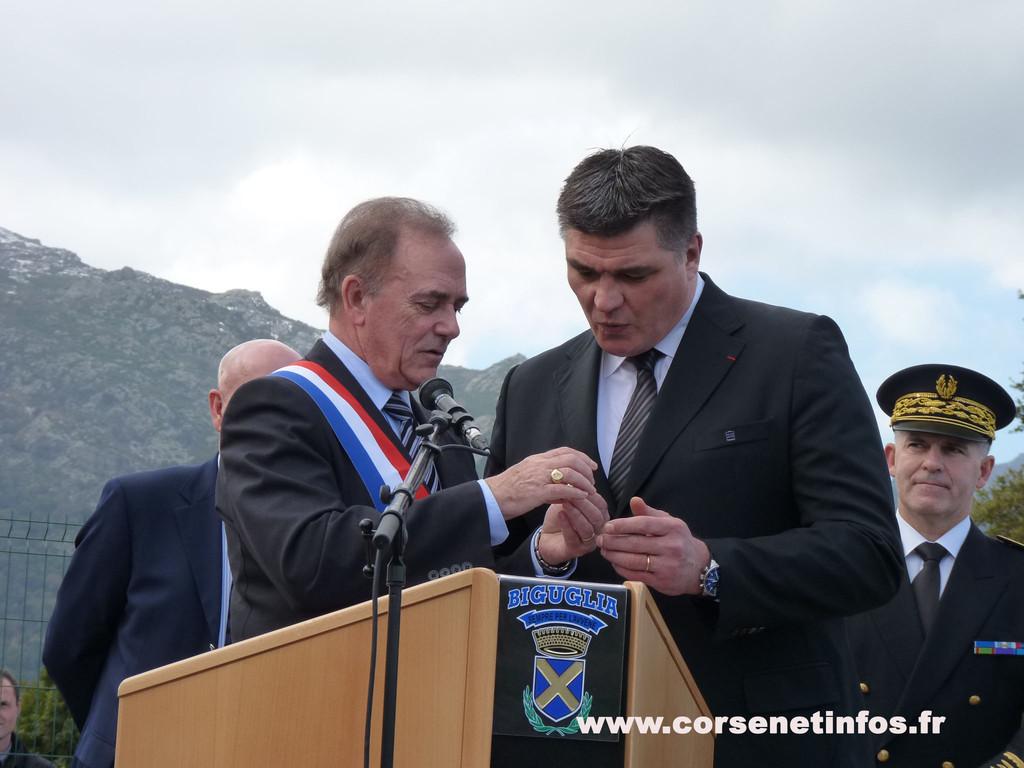 La médaille d'honneur de Biguglia à David Douillet