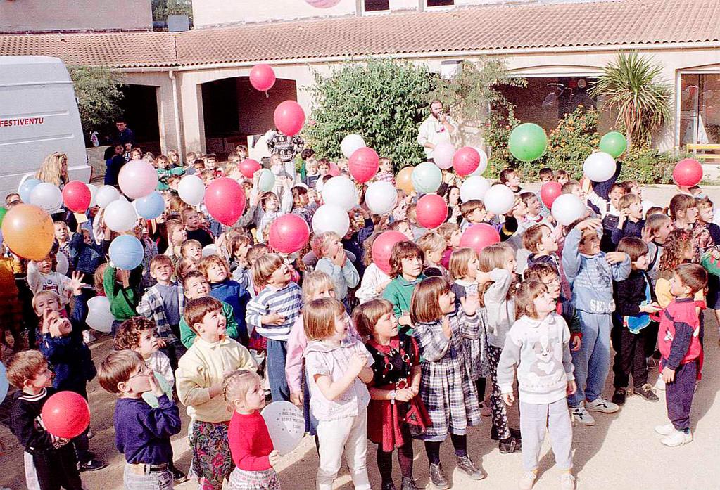 1994 : Les enfants de l'école maternelle sont là