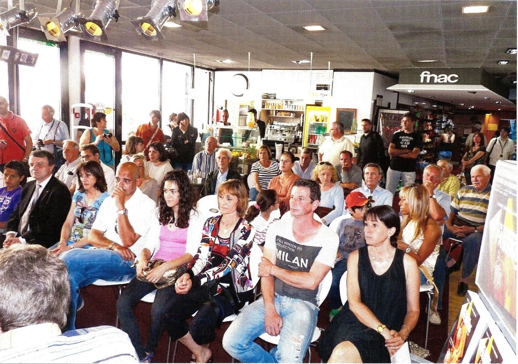 Un très nombreux public, parmi lequel on remarqua notamment la présence de Bernard Brochand, député maire de Cannes, est venu samedi dernier, assister à la présentation officielle du livre.