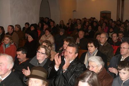 Publikum in Mauer
