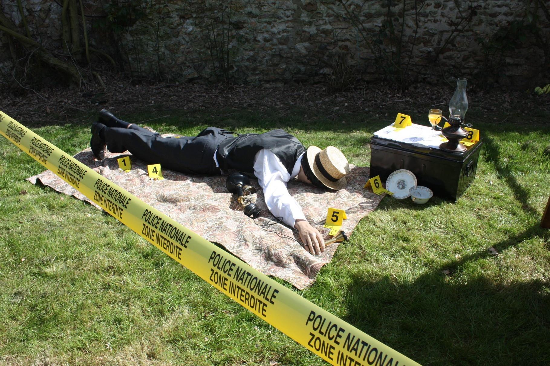 Le corps de Mr le comte est retrouvé sans vie....