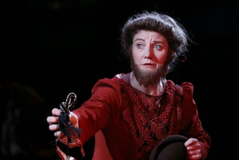 """Dame Argante dans """"Les fourberies de scapin"""" de Molière"""