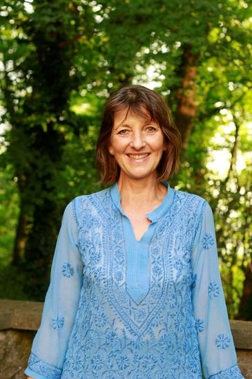 Gabriele Haage stellt sich und Harmony-Yoga vor.