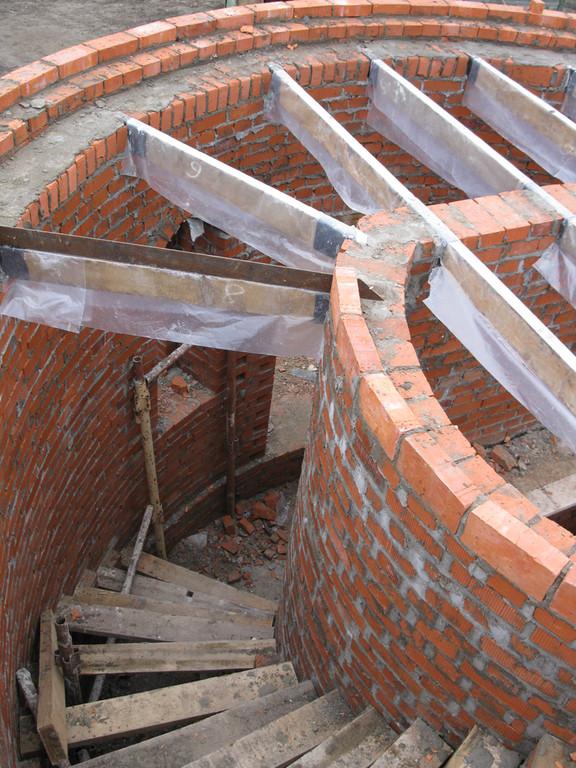 Устройство лестницы в лестничной башне Святых врат.