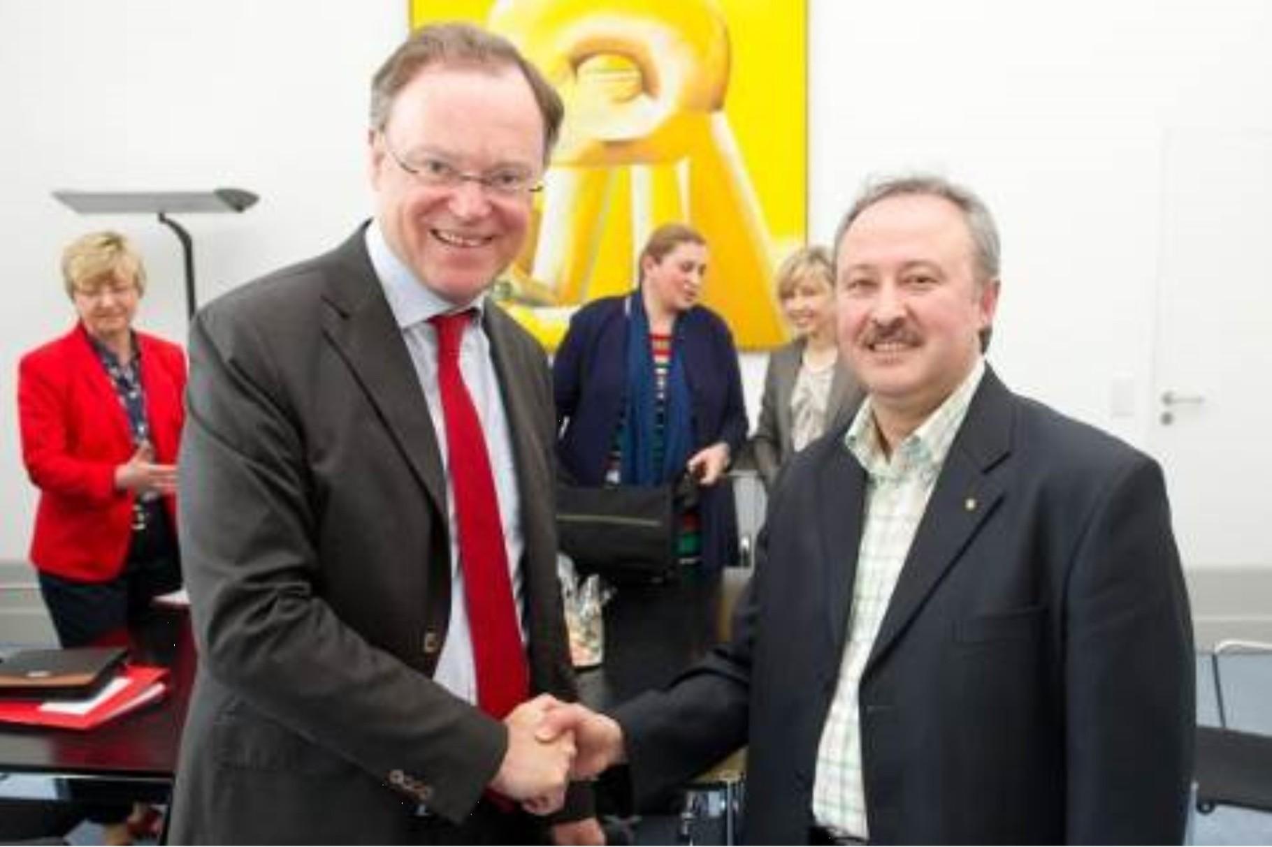 Absichtserklärung zur Aushandlung eines Staatsvertrages Ministerpräsident Weil SCHURA-Vorsitzender Altiner (30.09.2013)