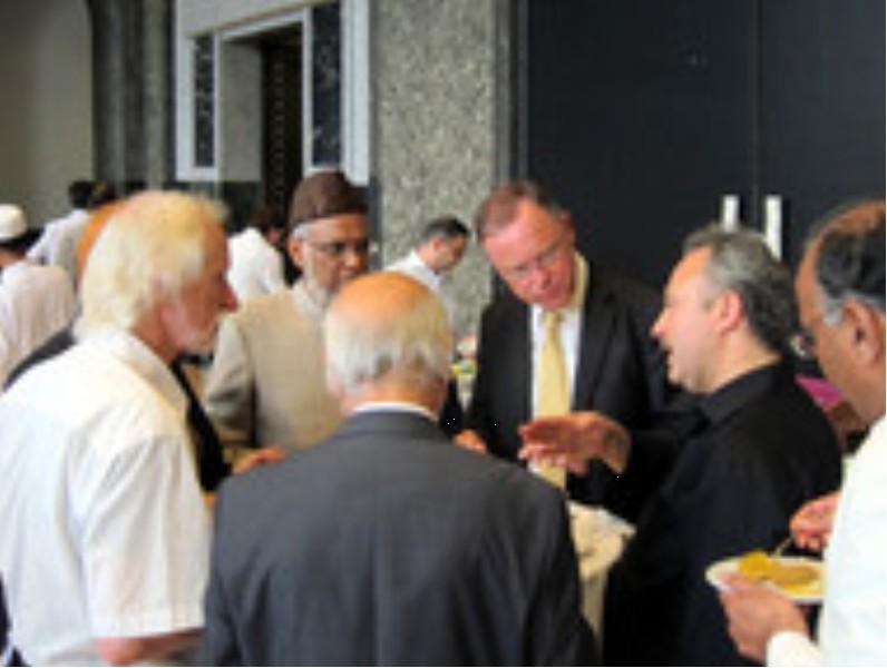 Empfang im Rathaus zum Ende des Ramadans - OB Weil im gespräch mit Afzal Qureshi und Avni Altiner (21.08.2012)