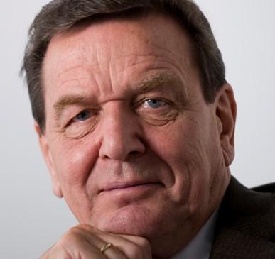 Anlässlich des Fastenbrechen des Rates der Muslime im Braunschweig, kritisierte am 08. Juli 2015 Bundeskanzler a. D. Gerhard Schröder die europäische Flüchtlingspolitik