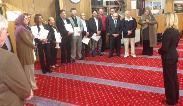 Festliche Verleihung der ersten sieben Idschaza-Urkunden am 25. April 2013 mit Ansprache von Frau Doris Schröder-Köpf als Landesbeauftragte für Migration und Teilhabe (rechts im Bild).