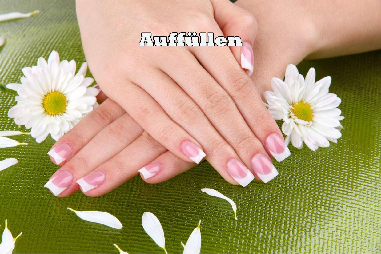 Die herausgewachsenen Nägel werden in einem regelmäßigen Zeitraum von ca. 4 Wochen mit Gel aufgefüllt und wieder versiegelt.