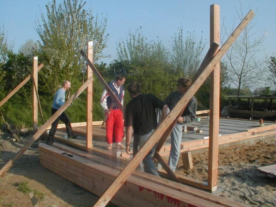 Am 29. April wird das Ständerwerk errichtet.
