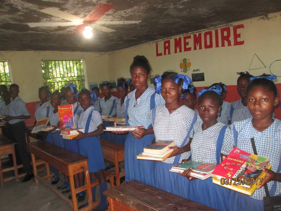 Haiti. Soutien à la petite commune de Carcasse, dévastée par l'ouragan Matthew. Achat de fournitures scolaires.
