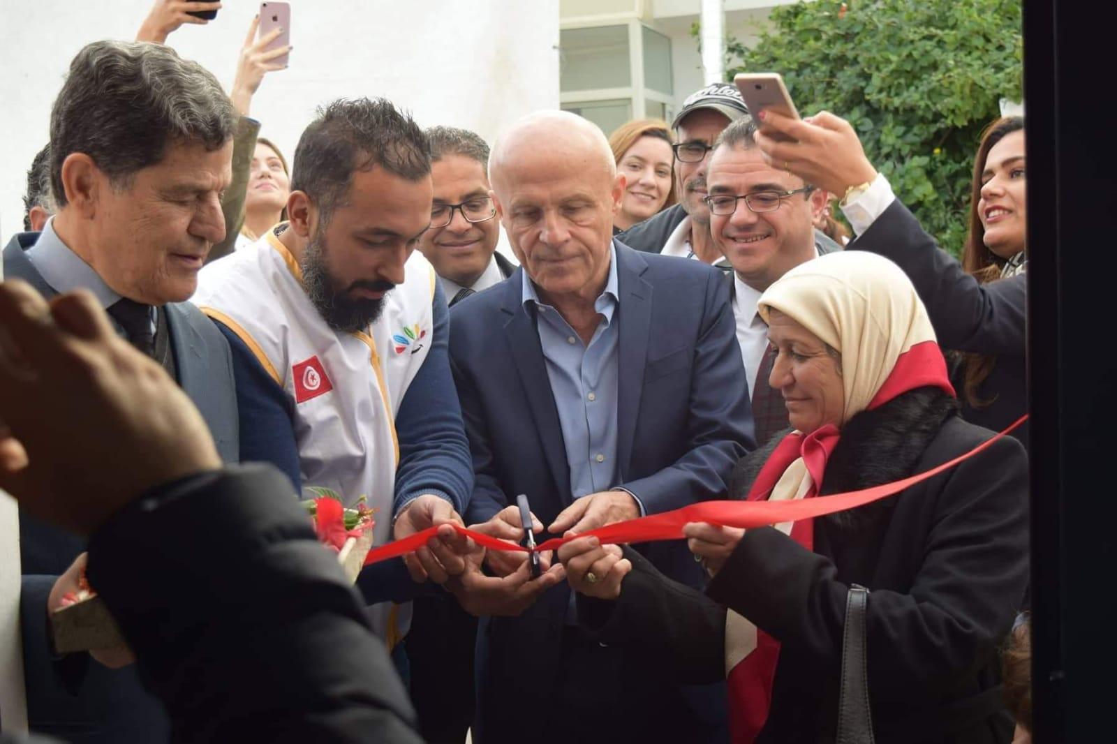 Tunisie. Financement de l'aménagement d'un atelier de couture pour handicapées. Inauguration de l'atelier avec Mr L'ambassadeur de France en Tunisie. (Photo (2/5)