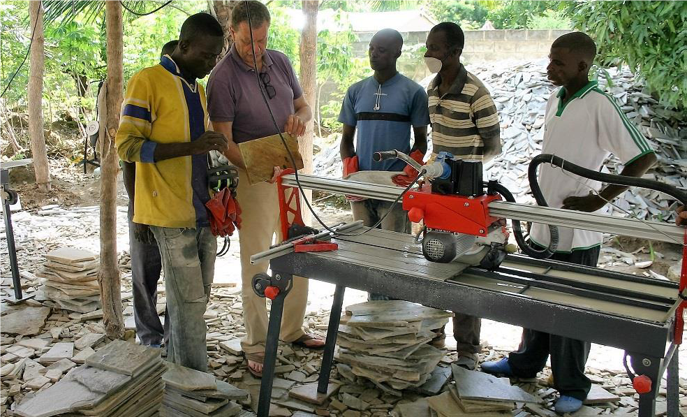 Togo. Financement d'une machine à tailler les pierres.