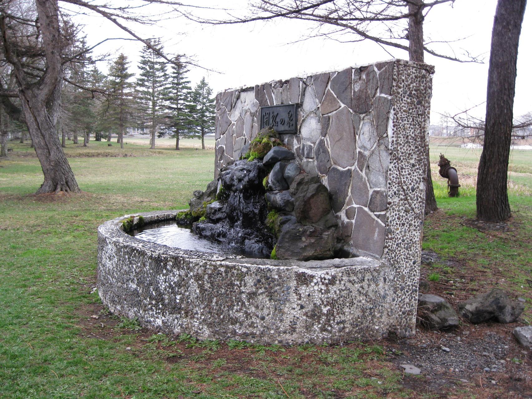 「開拓の泉」構内西側を望む