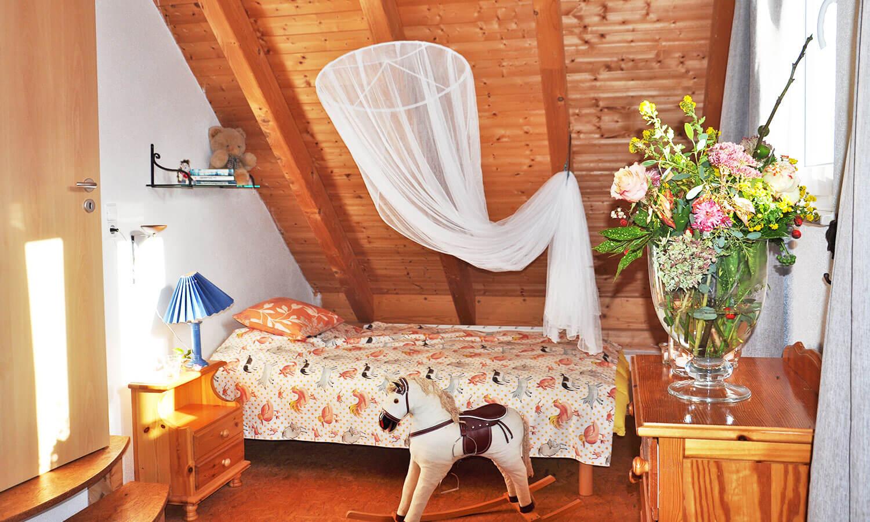 kleines DZ mit zwei Einzelbetten im OG