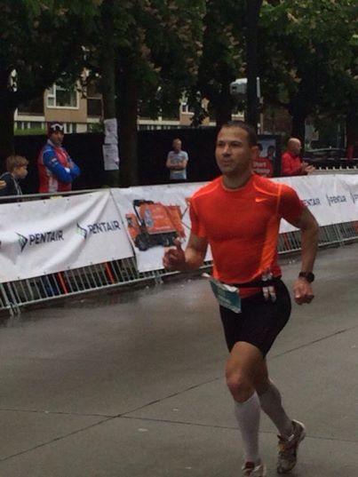Herausragend sind hier der neue Vereinsrekord und natürlich eine persönliche Bestzeit von Bernd Diekmann. Er lief beim Enschede-Marathon nach 2:49:04 Stunden über die Ziellinie. Das war Gesamtplatz 32 und der 14 Platz AK 35.