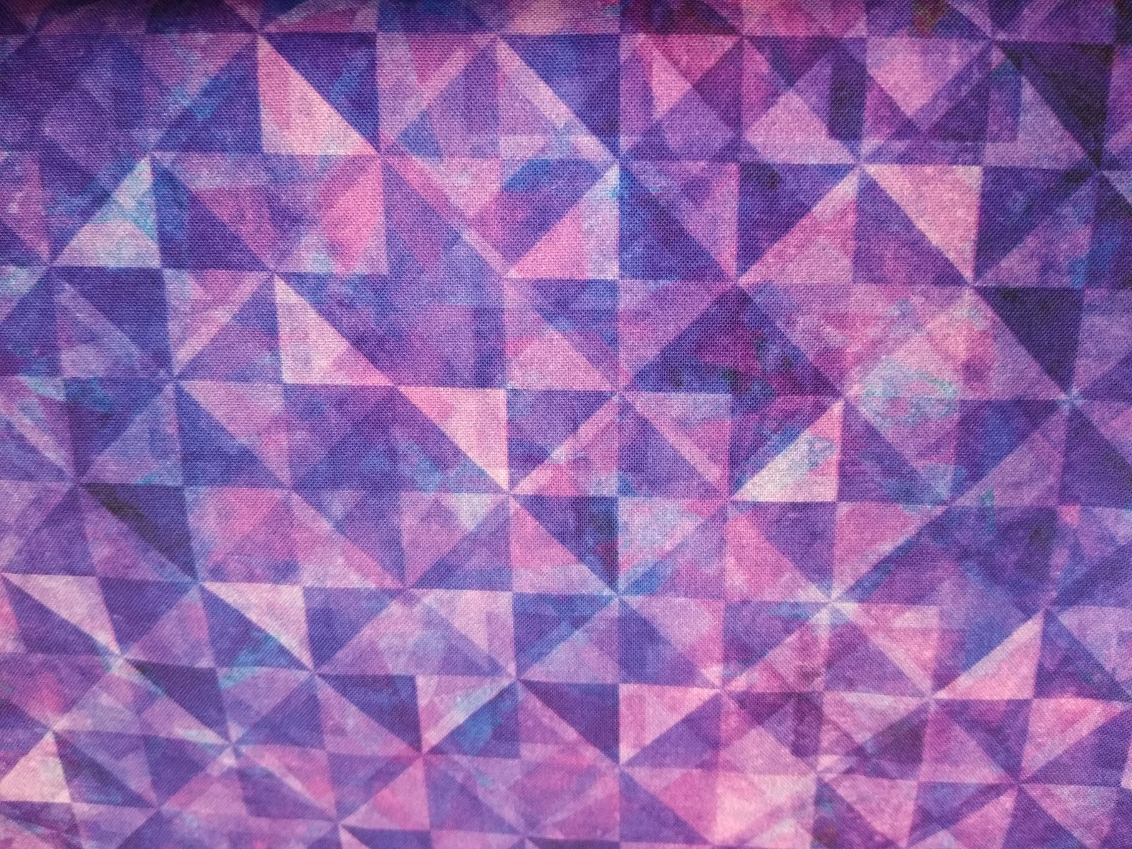Baumwolle Kaleidoskop/ Dreiecke lila, 110cm breit, 0.5m 8,50€