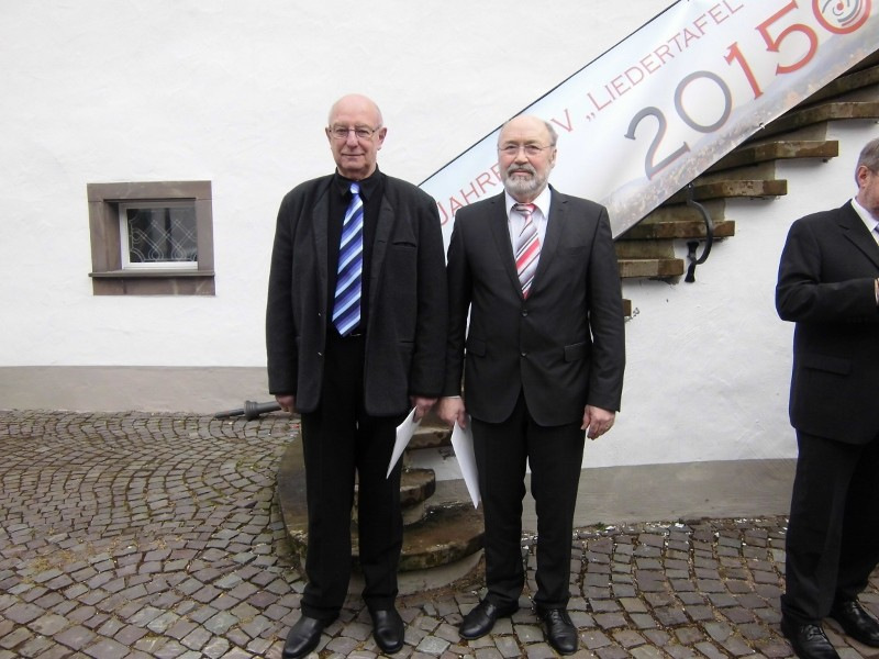 Theo mit Heinz Rüsche vom MGV Eintracht Junkernhöh, der für 60 Jahre geehrt wurde
