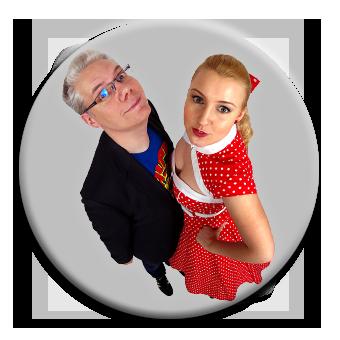 Charlotte & Ralf, die Experten für Angewandte Improvisation, Humor und Team-Building schauen in die Kamera