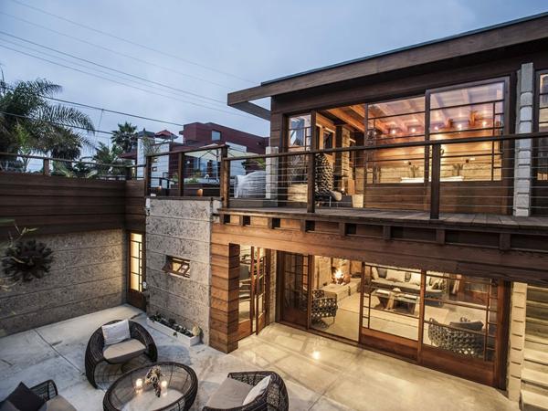 Haus mit großer Terrasse