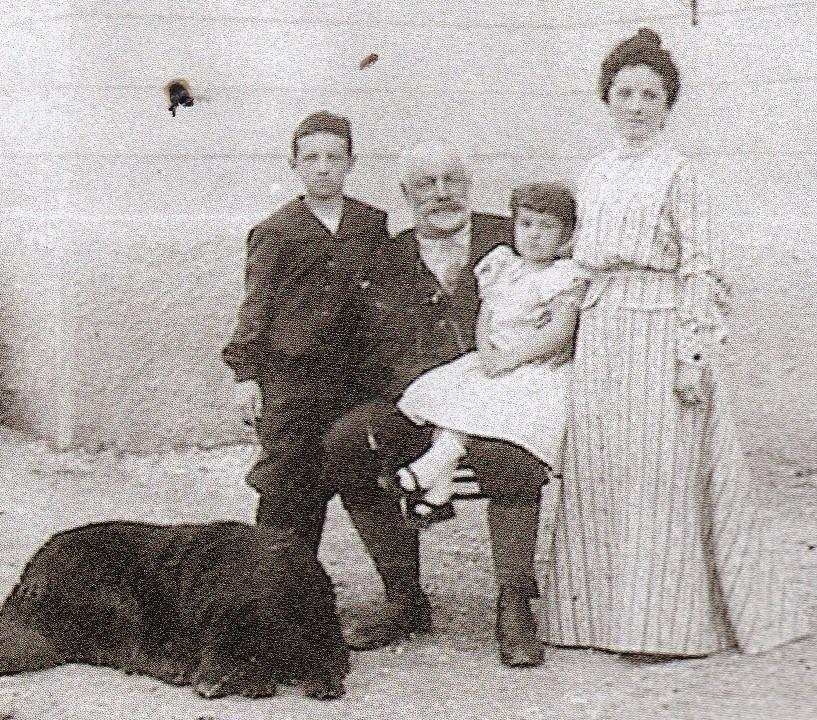 Il Conte, la Contessa, i figli Mario e Maria ed il cane Vodam