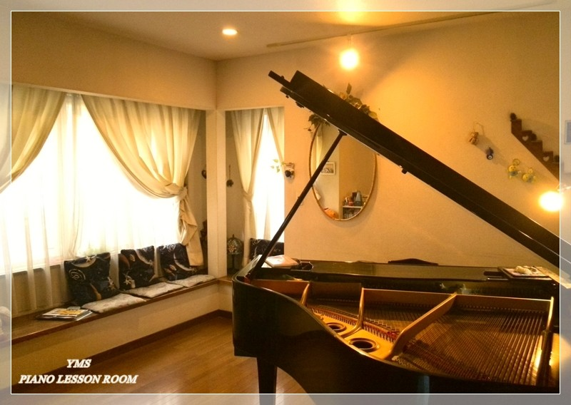 YMS PIANO LESSON ROOM