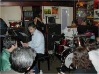 ブラウニーのライブといえば このピアニスト吉岡秀晃