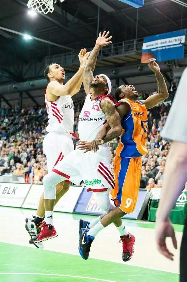 Mitteldeutscher Basketball Club - Bayern München Basketball 26.01.2014 Teilnehmer: Marcus R., Gerhold R., Jörg H., Thomas G., Rene P.