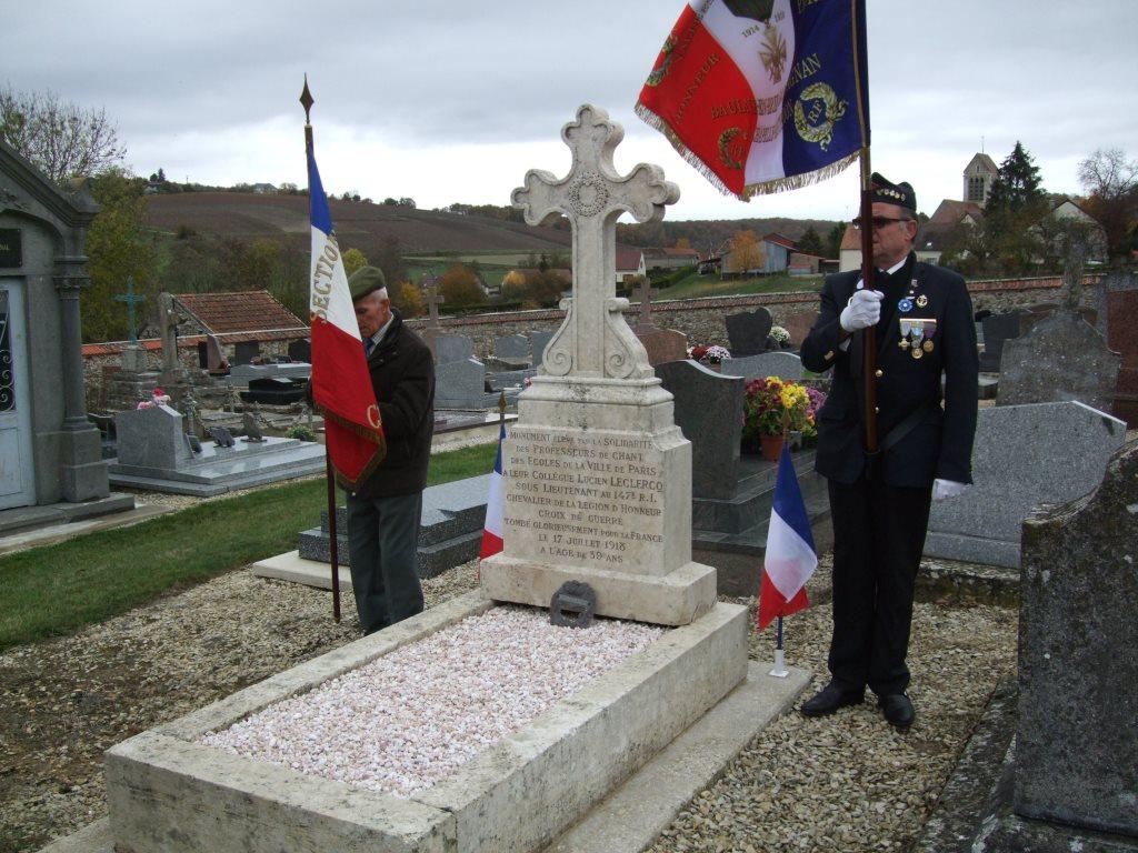 .......pour honorer la tombe du Sous-lieutenant Lucien Michel LECLERCQ