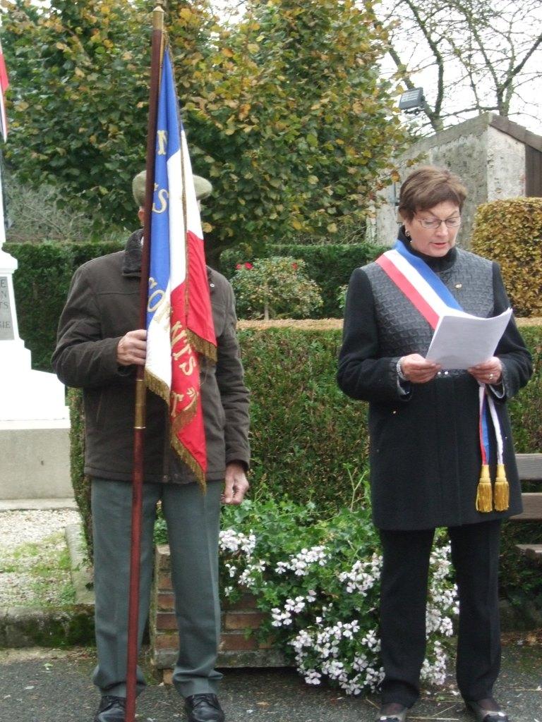 Jacqueline Picart (Maire déléguée) lit le message du Président Emmanuel Macron