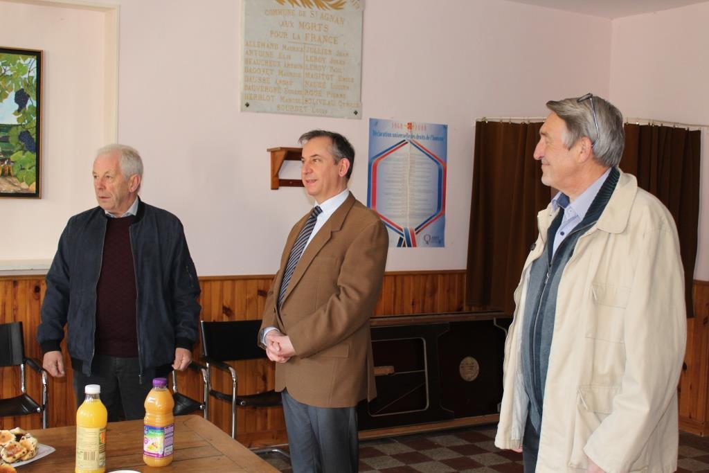 De gauche à droite : Claude Picart Maire délégué de Saint-Agnan, Mr Basselier Préfet de l'Aisne et Pierre Troublé Adjoint