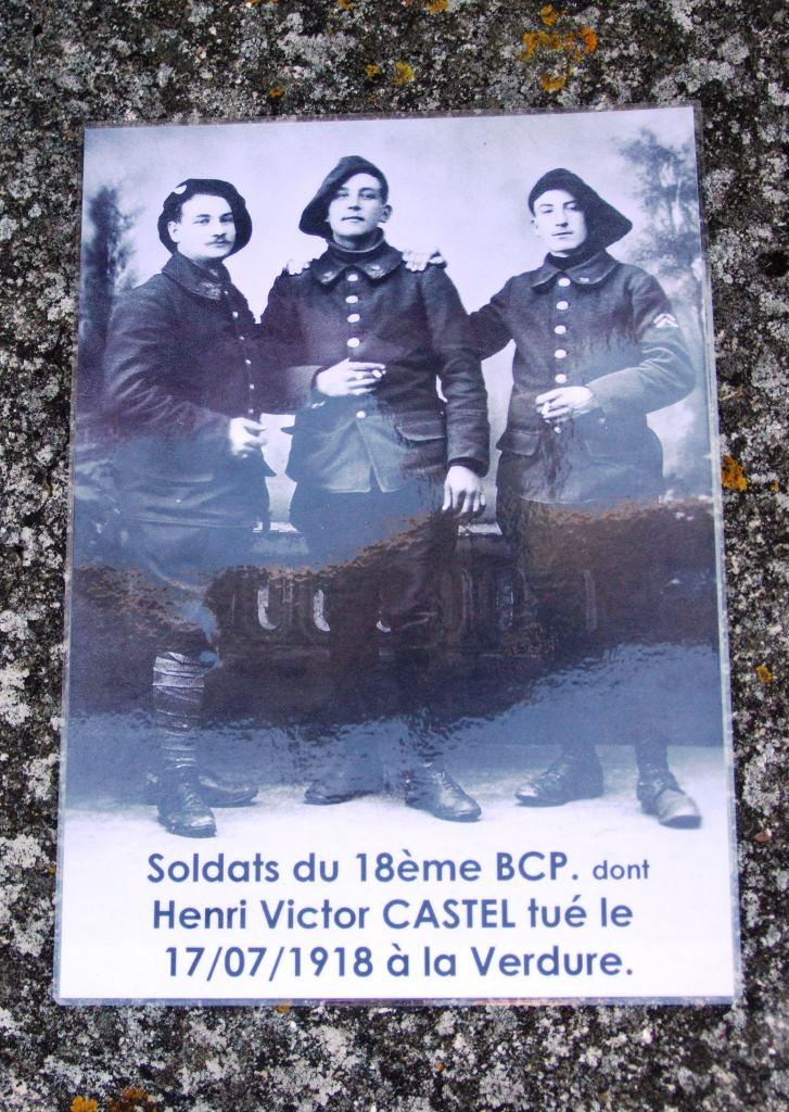 A droite le soldat Henri Victor Castel tué à La Verdure