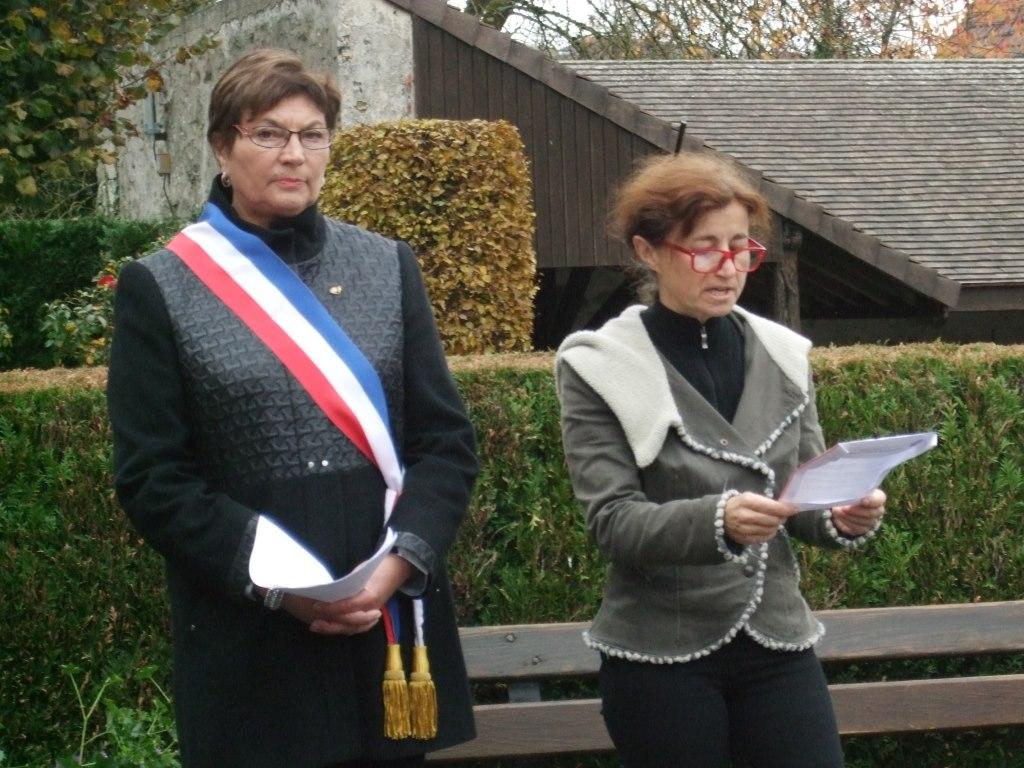 Catherine Tambrun (habitante de La Chapelle-Monthodon) lit le message de L'Union Française des Associations de Combattants et de Victimes de Guerre