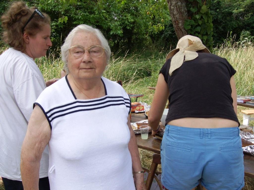 La doyenne du village nous a  fait l'honneur de sa présence en apportant un bon cake maison aux olives et lardons