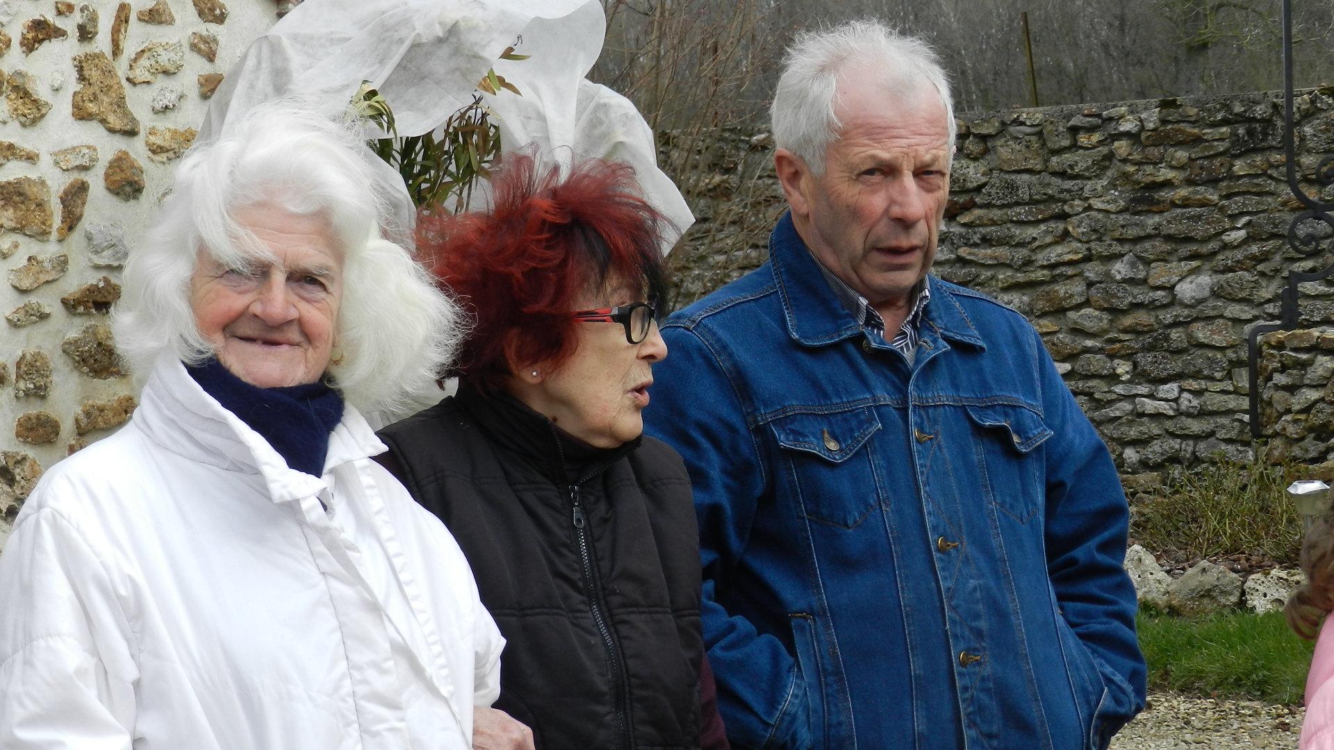 L'hôtesse des lieux entourée de Josiane Renard (conseillère) et Claude Picard